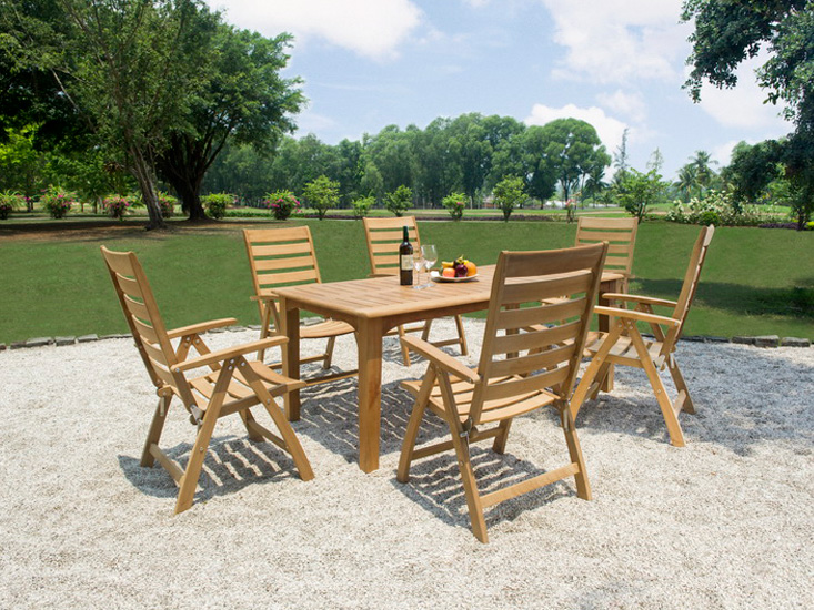 Outdoor Set: Five Position Chair & Rectangular Table